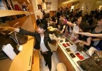 chinese-women-buying